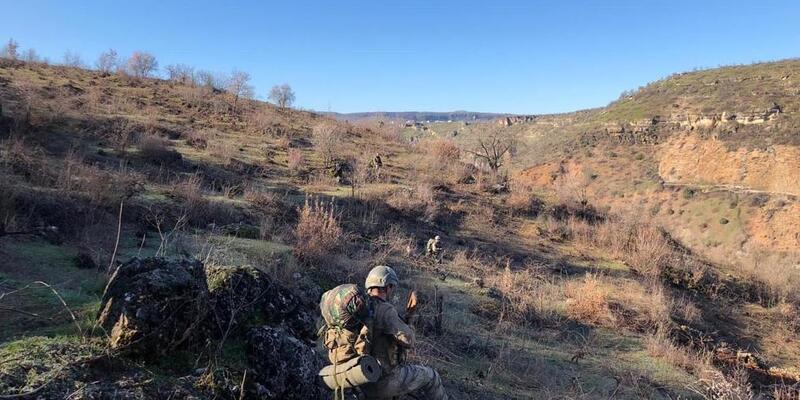 Diyarbakır'da teröristlerin kullandığı 4 sığınak ve 1 mevzi tespit edildi