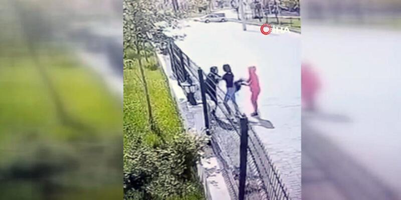 Diyarbakır'da kızlar arasında kavga: Biri çantayı tuttu, diğeri dövdü