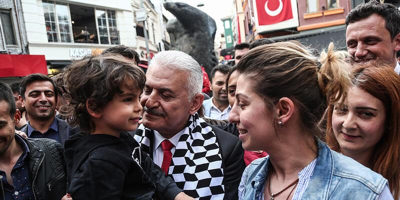 Binali Yıldırım, Beşiktaş'ta vatandaşlarla buluştu