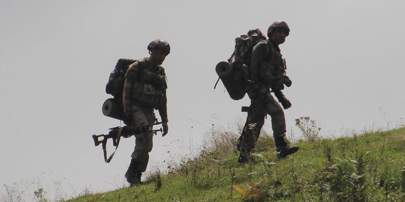 PKK'lı terörist gösterdi... Sığınak ve depolar imha edildi