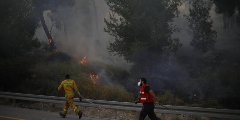 İsrail'de yangın nedeniyle yüzlerce kişi tahliye edildi