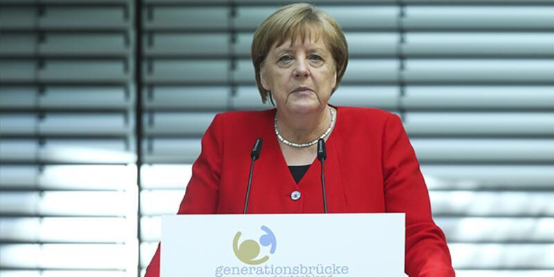 İstifa eden May'le ilgili Merkel'den açıklama