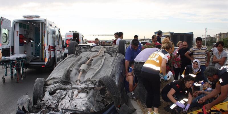 Antalya'da otomobil refüje çarptı