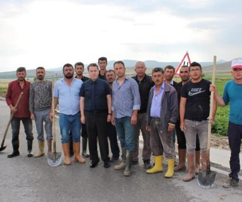 Dinar'da yağış sele neden oldu
