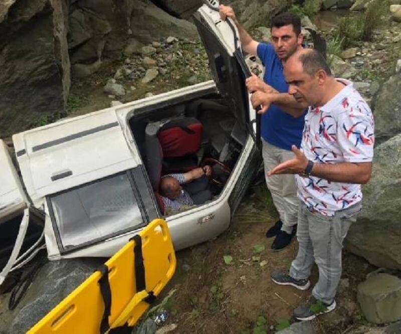 Kayınvalidesinin cenazesine giderken kazada yaralandı